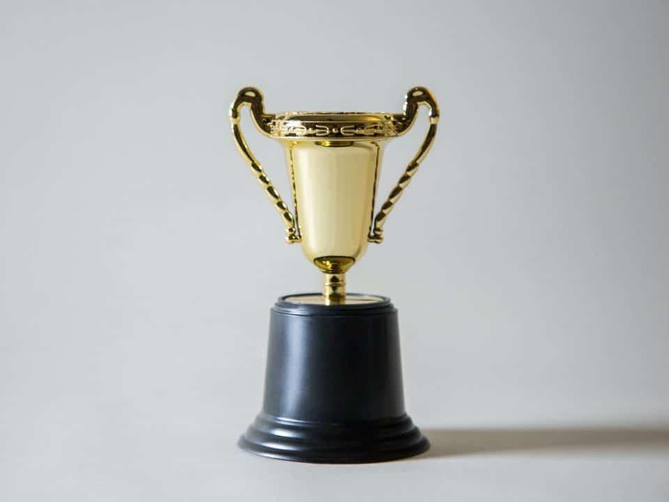 Award, Trophäe auf weißem Hintergrund